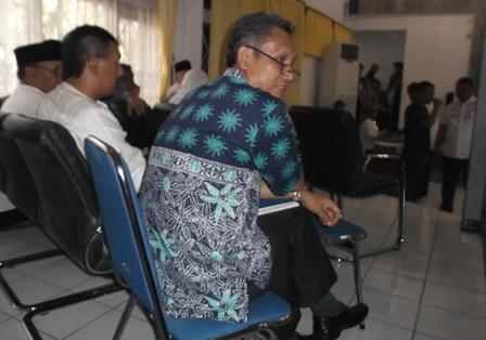 Sejumlah Kepala SKPD Setia Tunggu Wakil Bupati Ditinggalkan Massa.