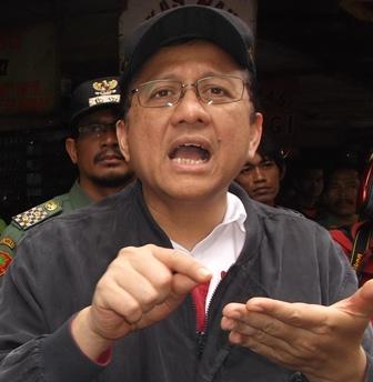 Gusman Ketika Didesak Pertanyaan Garut News. (Foto : John Doddy Hidayat).