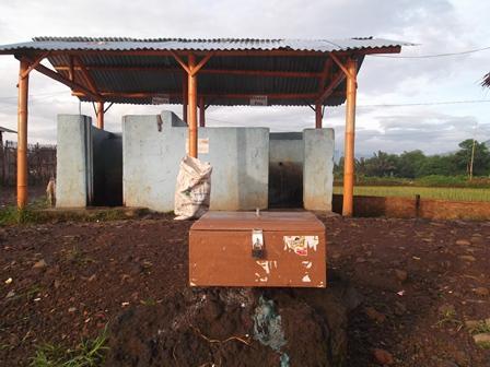 Kotak Amal di Depan Sarana Pemandian.