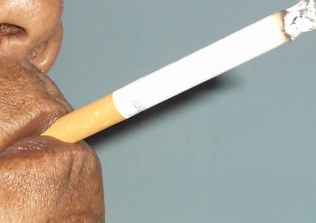 Ilustrasi. Waspadai Merokok Bisa Menjadi Pintu Masuk Penyalahgunaan Narkoba. (Foto : John Doddy Hidayat).