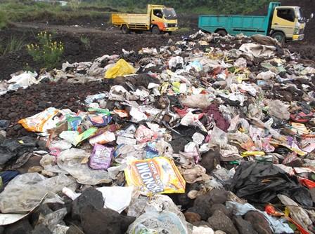 Sejumlah Titik Lokasi Kaki Gunungapi Guntur Juga Dijadikan Pembuangan Beragam jenis Sampah, Termasuk Limbah Penyamakan Kulit.