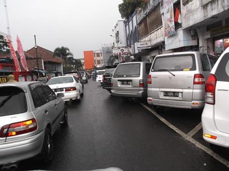 Lintasan Kawasan Kota Garut Kian Dikepung Kemacetan.
