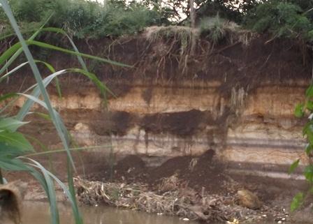 Bentangan Tebing Curam  Sungai Cimanuk.