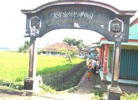 Sarana Pendidikan Keagamaan di Kampung Cikurantung.
