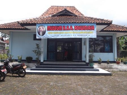 Di Bundaran Simpang Lima Ada Museum R.A.A Adiwidjaja.