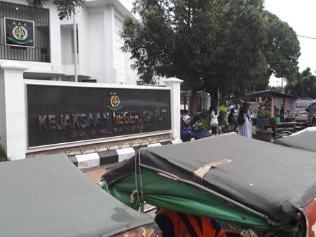 Becak dan PKL pun Mulai Merebak.