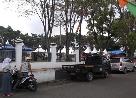 Sarana Alun-Alun Tarogong Kaler.