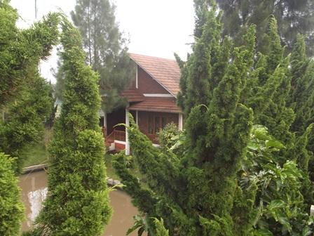 Ilustrasi. Sebuah Vila di Garut, Jawa Barat, yang Telah Disita KPK. (Foto: John Doddy Hidayat).