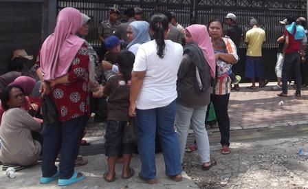 kalangan Ibu Rumah tangga Bersama Balitanya Juga Ikut Serta Berunjukrasa.