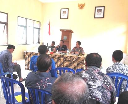 Camat Banyuresmi Bina Kepanitiaan Pilkades Serentak.