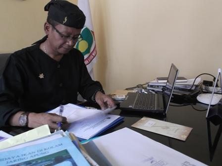 Drs Ahmad Mawardi.