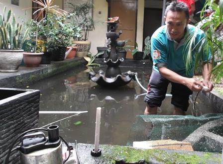 """Camat Tarogong Kaler Selama Ini Kerap """"Turun Gunung"""" Membenahi Sarana Penunjang Lingkungan Perkantoran Kecamatan."""