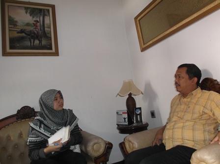 Dik Dik Hendrajaya Presentasikan Peran dan Fungsi PPID.