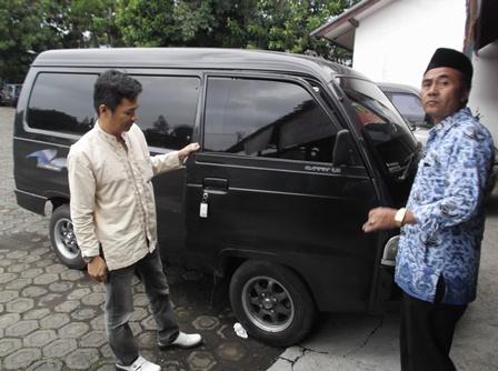 Mengambil Bantuan Mobil Operasional, Jum'at (16/04-2015) Sore.