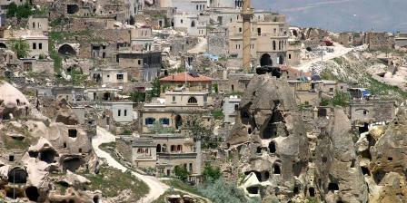 Cappadocia pernah memeiliki kota bawah tanah yang bisa menampung 20.000 orang.. (SHUTTERSTOCK).