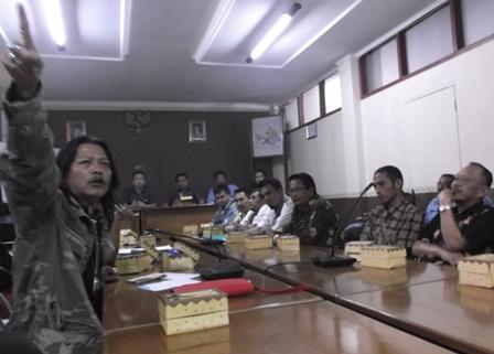 Puluhan Massa dari Wilayah Kecamatan Samarang.