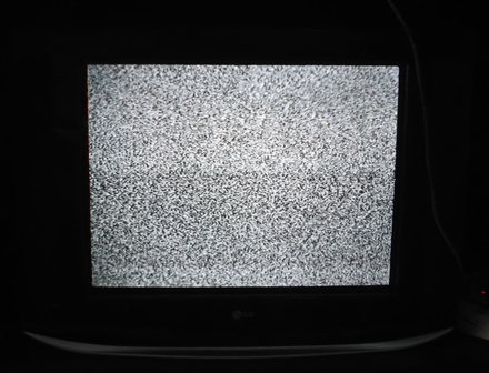 Ilustrasi. Netralnya Jika Nonton Pesawat Televisi Rusak. (Foto : John Doddy Hidayat).