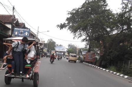 Ilustrasi. Salah Satu Moda Angkutan Kerap Digunakan Pelajar Garut, Jawa Barat.(Foto: John Doddy Hidayat).