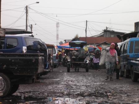 Ilustrasi, Kondisi Pasar Ciawitali Guntur Berkondisi Kian Sangat Tak Layak.(Foto: John Doddy Hidayat).