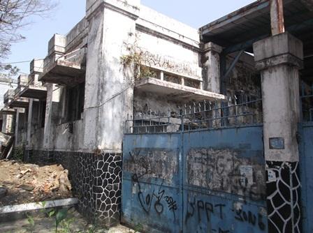 Bangunan Legendaris Ini Terletak di Jalan Cimanuk Garut, Difoto Kamis (18/06-2015).