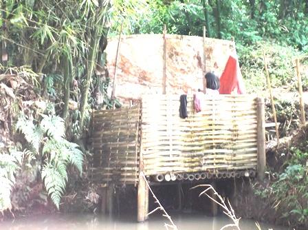 Ilustrasi. Umumnya Kondisi Sanitasi Penduduk Desa di Garut, Jabar. (Foto: John Doddy Hidayat).