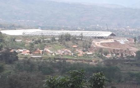 Ilustrasi Pabrik Sepatu Juga Berlokasi di Leles. (Foto: John Doddy Hidayat).