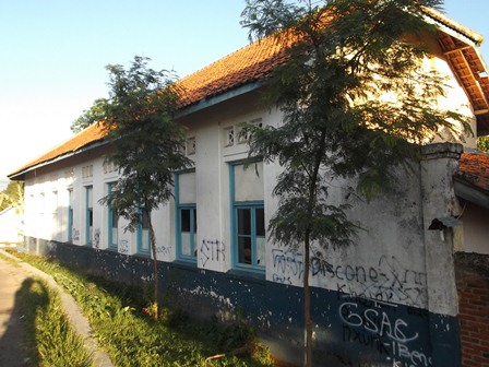 Bagian Samping Bangunan SDN Regol I. (Foto: John Doddy Hidayat).