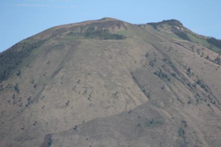 Puncak Gunungapi Guntur.