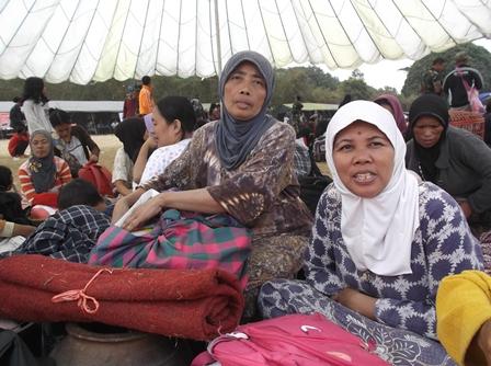 Tempati Tenda Pengungsian, Kamis (30/07-2015).