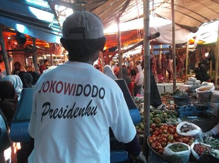 Pasar Baru Jelang Lebaran Idul Fitri 1436 H/2015. (Foto: John Doddy Hidayat).