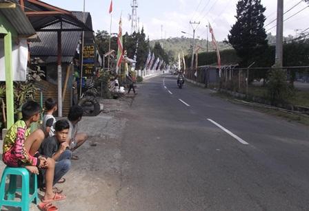 Penduduk Saksikan ragam Persiapan Kedatangan Presiden di Kamojang.