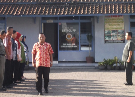 Puasa Ramadhan Antara Lain Dijadikan Momentum Upaya Meningkatkan Kualitas Disiplin Aparat Kecamatan Samarang.
