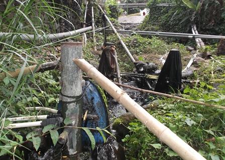 Pompa hidrolik otomatis terapan teknologi tepat guna memenuhi kebutuhan air bersih penduduk sekitar pesantren.