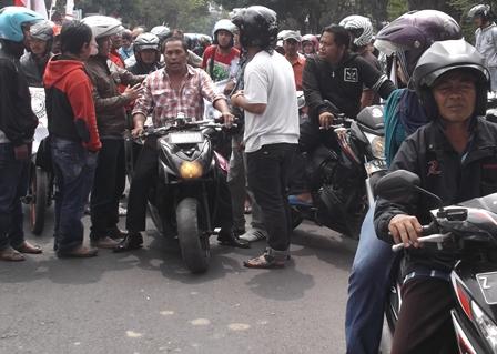 Ratusan PKL Protes kebijakan Relokasi.