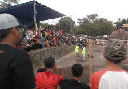 Inilah Kreativitas Swadaya Murni Penduduk Kampung Tegal Jambu.