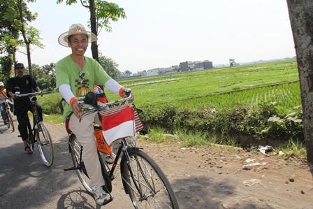 Kegiatan Komunitas Sepeda Onthel Lebih Sopan, dan Santun.