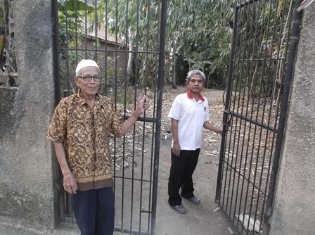 Pemakaman Kampung Buleud Girang di Desa Neglasari Kecamatan Kadungora, Garut, Jawa Barat.