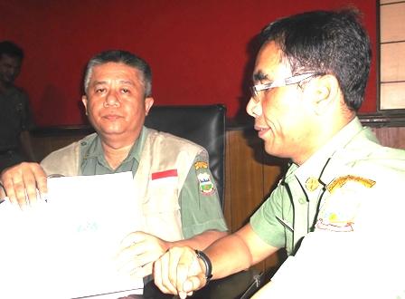 Dadi Djakaria Bersama Kabid Rehabilitasi dan Rekontruksi, Heri Gunawan.