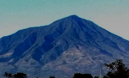 Gunung Cikurai.