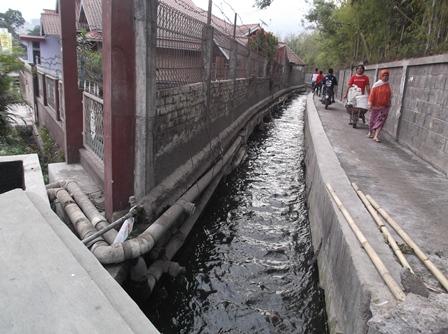 Pipa Distribusi Sumber Air Panas.