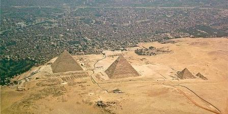 Piramida Giza. (Wikipedia).