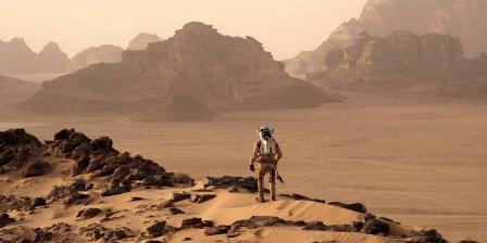 Adegan saat astronot Mark Watney mencoba bertahan di Planet Mars. (FOX MOVIES).