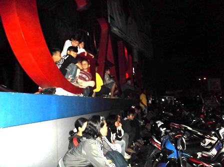 Susana Seputar Bundaran Simpang Lima Garut, Jelang Malam Pergantian Tahun 2015-2016.