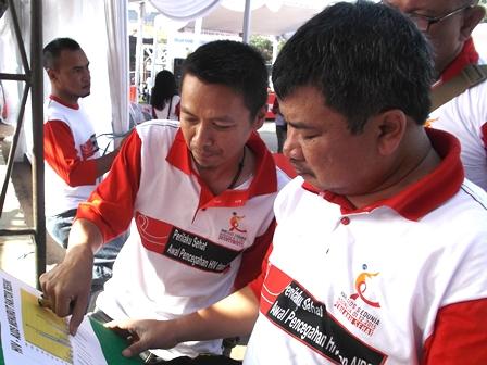 Gunturyana Hidayat Jelaskan Kepada Bupati Mengenai HIV/AIDS Menurut Faktor Resiko di Kabupaten Garut.