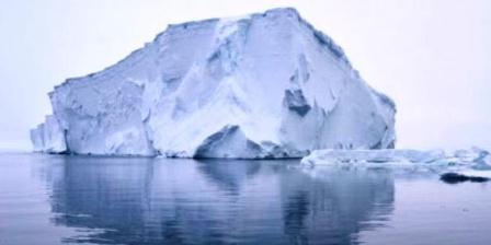 Gunung es raksasa mencair. Proses ini dikenal sebagai proses fertilisasi lautan. (ABC).