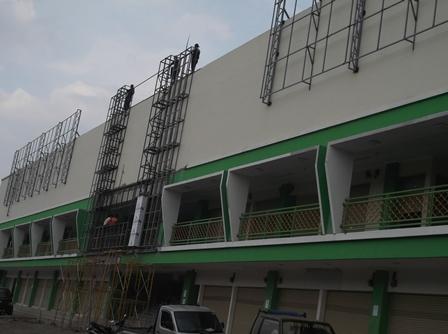 Meski Tanpa IMB Pembangunan jalan Terus.