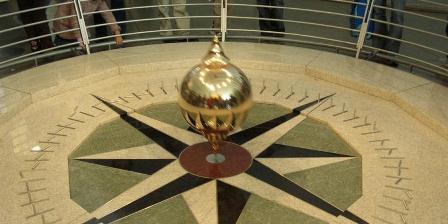 Pendulum Foucault. (Wikimedia).