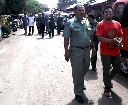 H. Dayat Bersama Opik Juga Senantiasa Pantai Perkembangan Harga di Pasar.