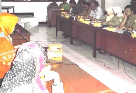 Bupati garut Didesak Segera Segel Produk Pembangunan Pasar Limbangan.