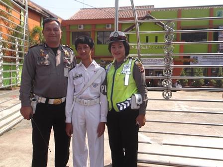 Iptu Tito B Bersama Personil PKS SMPN 1 Garut.